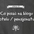 Napis kredą na tablicy: Co pisać na blogu hotelu/pensjonatu?