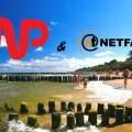 Plaża w Ustroniu Morskim z logiem WP i NetFactory